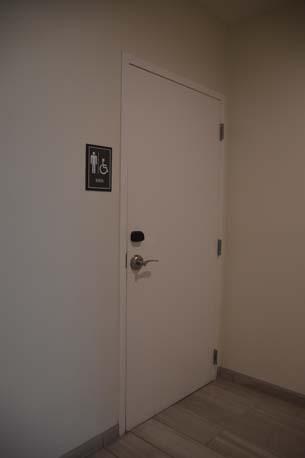 Marriott Miami Beach bathroom door left